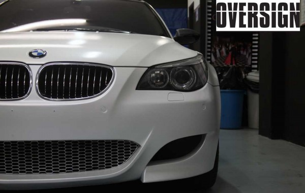 BMW M5 V10 Branco Pérola Envelopamento Líquido.