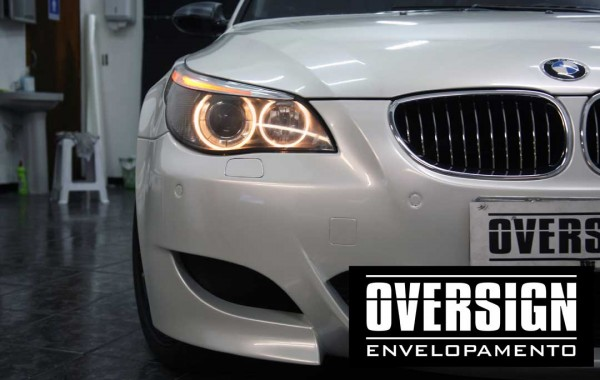BMW M5 V10 Pearl White Bright enveloping.